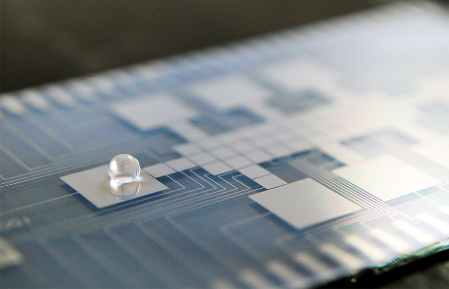 microfluidic chip with a single droplet